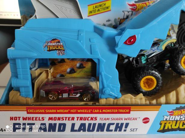 Трек Хот Вилс Пусковой гараж Hot Wheels Monster Truck Shark (GKY03)