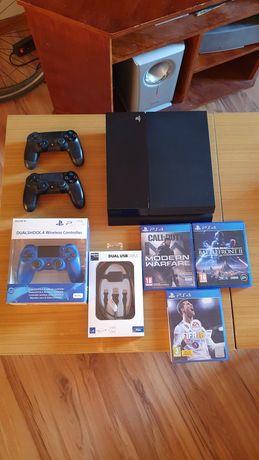 PS4 500GB + 3 gry + 3 pady + komplet kabli