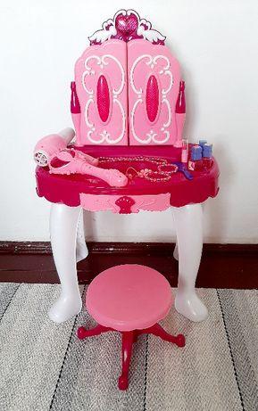 Toaletka dla dziewczynki z akcesoriami