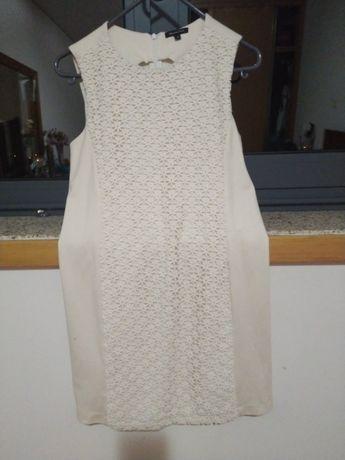 Vestido branco com padrão muito bonito