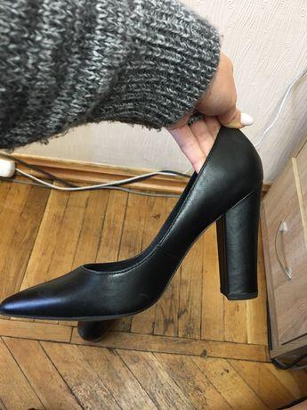 Кожаные туфли Esprit
