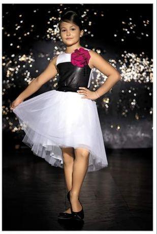 Sukienka firmy Wójcik kolekcja piękna w czerni