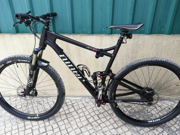 Bicicleta em carbono niner fox