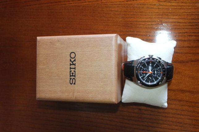 relógio de marca seiko, modelo Sportura cronógrafo com caixa
