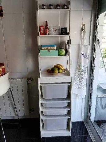 Móvel Trofast Ikea com estante branca