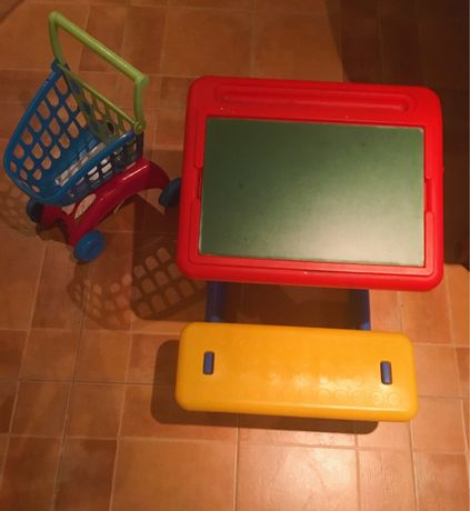 Vendo carrinho e secretária infantil