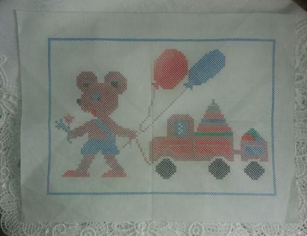 Ткани с рисунком+Нитки для вышивки разных цветов+Журнал-вышивка