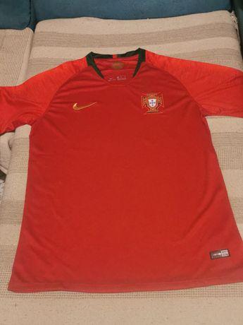 Camisolas de Portugal em promoção.
