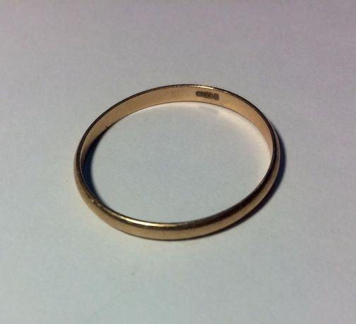 Золотое кольцо 585 проба 1,72 грам Размер 21