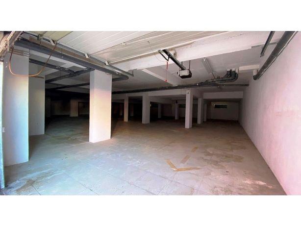 Garagem nos Fidalguinhos com 409m2 - Oportunidade de Inve...