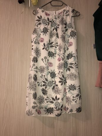 Letnia sukienka w kwiaty, zwiewna