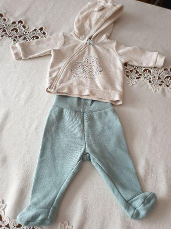 Dresik niemowlęcy H&M (półśpiochy i bluza z kapturem ) w rozmiarze 56