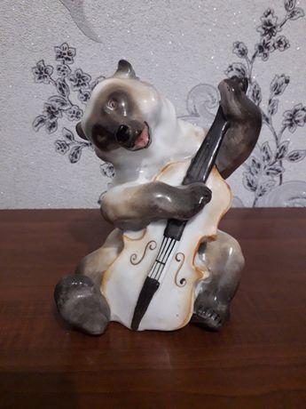 Статуэтка мишка родом из СССР.