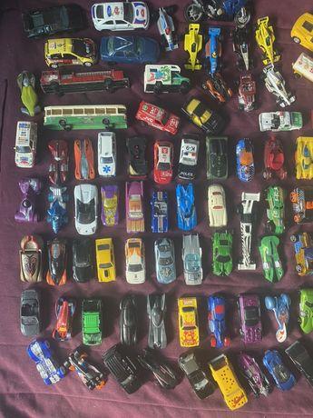 Carros matchbox , hot wheels e outros