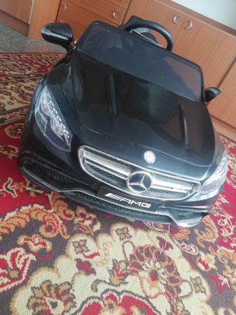 Mercedes AMG auto na akumulator