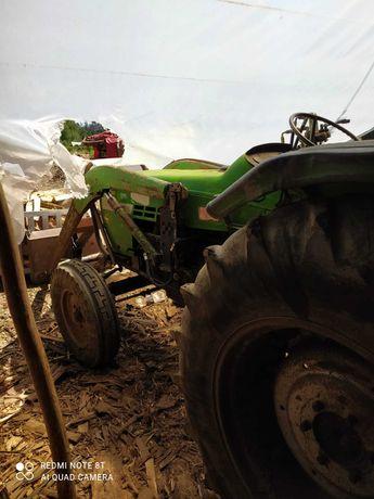 Tractor agricola com pá