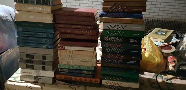 книги классика , детективы, романы и т.д.