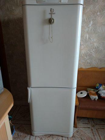 Холодильник Indesit , высота 168 см