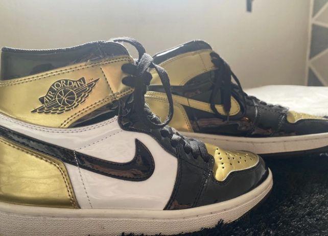 Nike Air jordan dourada e preta