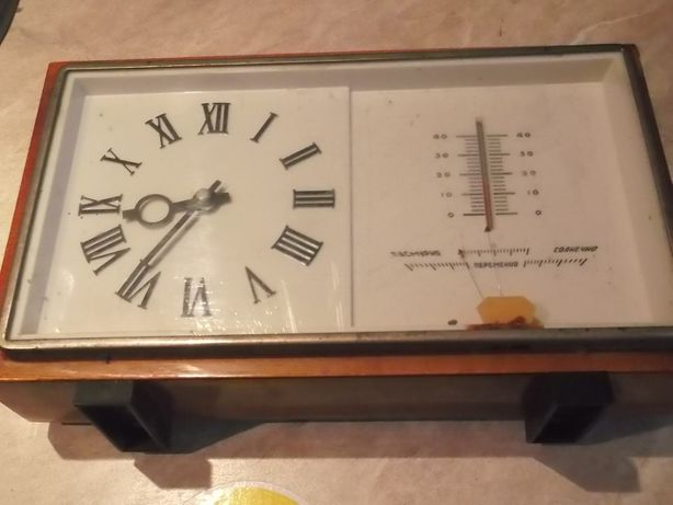"""Продам часы """"Маяк"""" механические настольные с барометром и термометром"""