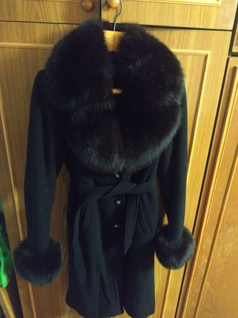 Кашемірове пальто з натуральним хутром.