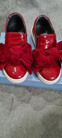 Sapatilha/sapato menina