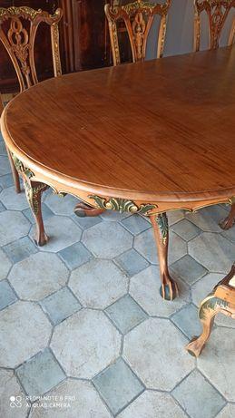 Antyczny stół i sześć krzeseł