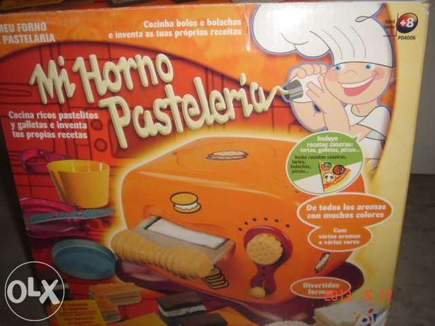 Brinquedo para crianças. forno que faz bolachas.k