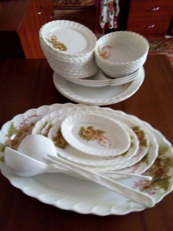 Набор пластиковой посуды 49 предметов новый