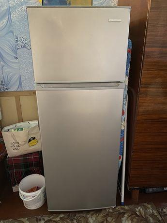 Пподам холодильник