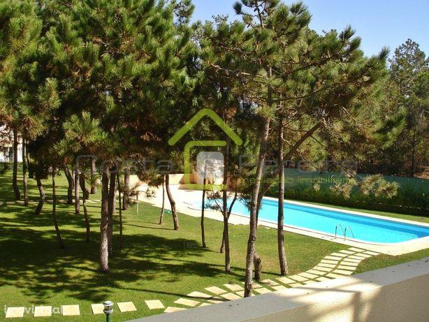 Apartamento Duplex em condomínio com piscina