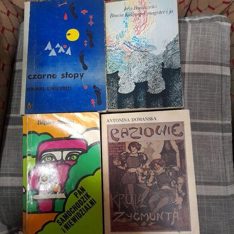 Książki z lat  70- tych, kultowe Pan Samochodzik, Czarne stopy i...