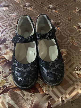 Туфлі для дівчинки Тео-Лео 39 го розміру