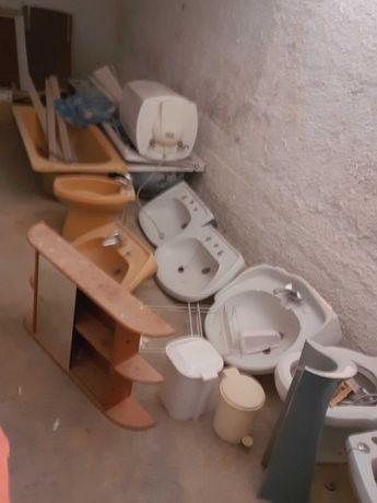 Lavatorios de casa de banho com misturadoras