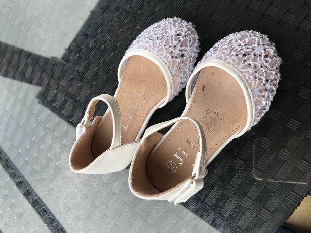 Sandałki czółenka rozmiar 24 dziewczynka