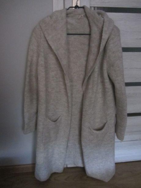 Kardigan/sweter damski z kapturem, asymetryczny jasny beż, rozm. UNI