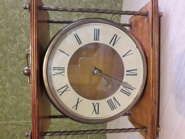 Продам часы настольные времен СССР
