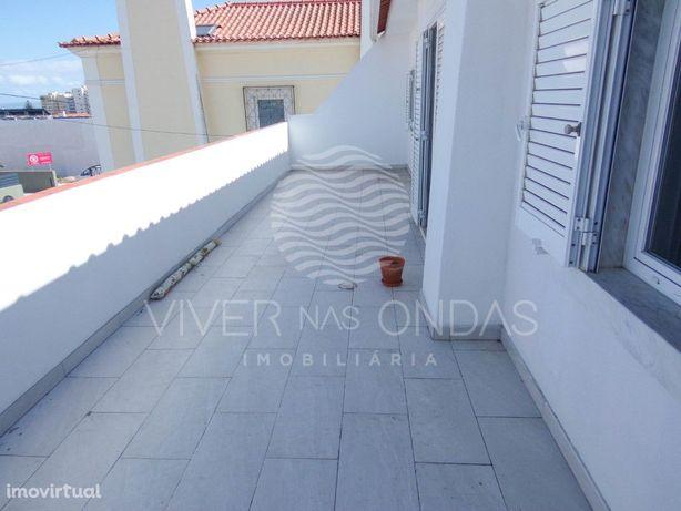 Moradia T6 com amplo terraço e logradouro, em Arneiro - C...