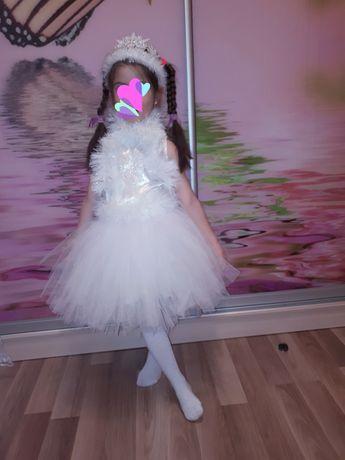Костюм зимы, снежинка, белое платье, юбка пышная, корона