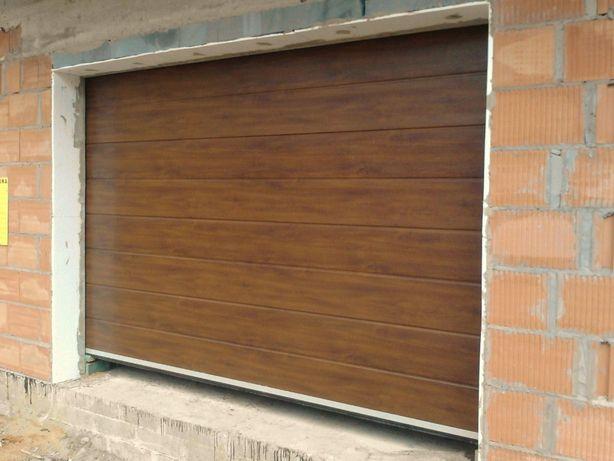 Brama segmentowa garażowa - 260 x 255 na wymiar Orzech