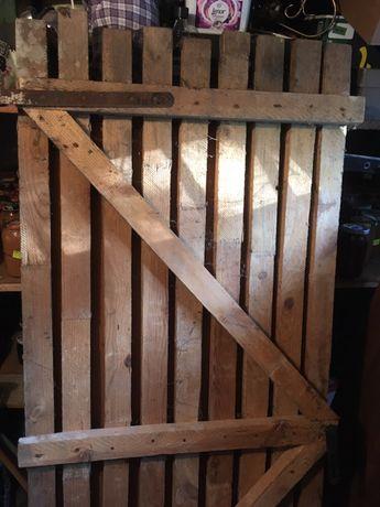 Drzwi drewniane do piwnicy