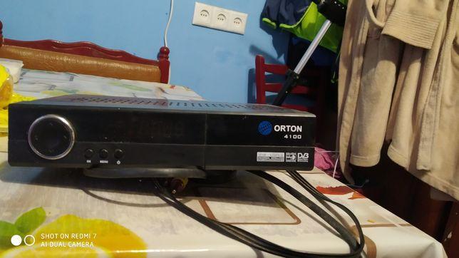 Продам  тюнер  для спутникового ТВ полностью рабочий пульт в наличии