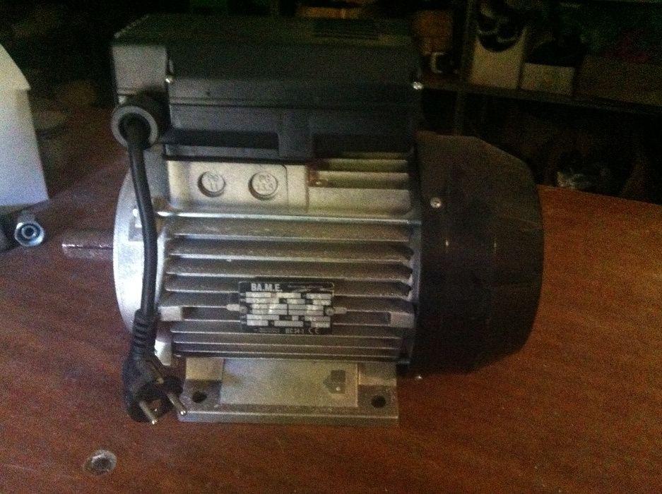 Motor eléctrico 0,5 CV 1500 RPM Aguda - imagem 1