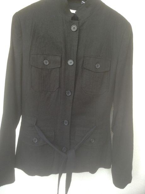 Blazers de senhora em preto e calças Mango, Zara e La Redoute