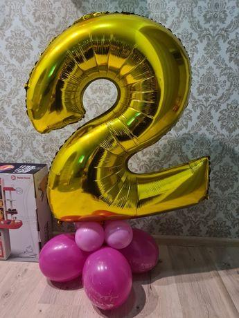 Двойка на день рождения, цифра два 2