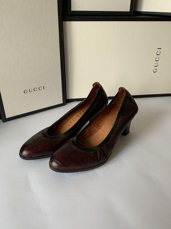 Женские кожаные туфли на невысоком каблучке