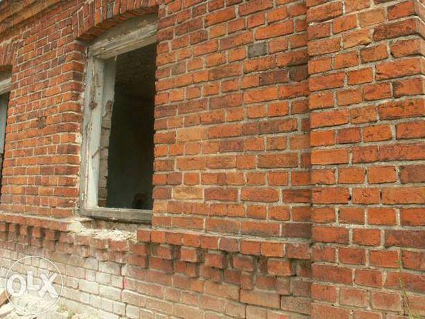 wyburzenia budynek do rozbiórki Stara cegła czerwona z rozbiórki