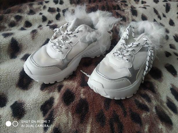 Кроссовки снікерси білі reserved, кросівки Туфельки лаковані лак