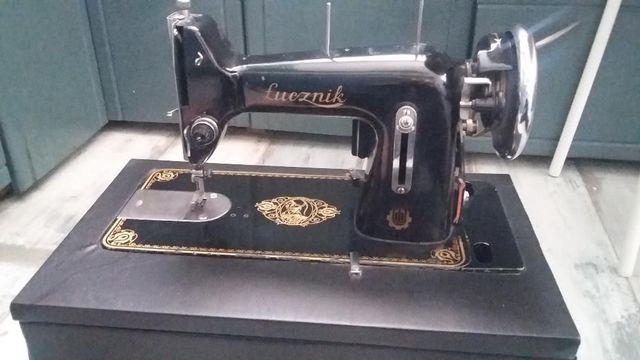 bardzo stara maszyna do szycia Łucznik