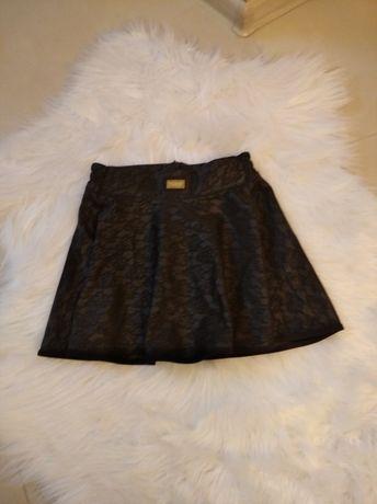 Czarna elegancka spódniczka rozkloszowana